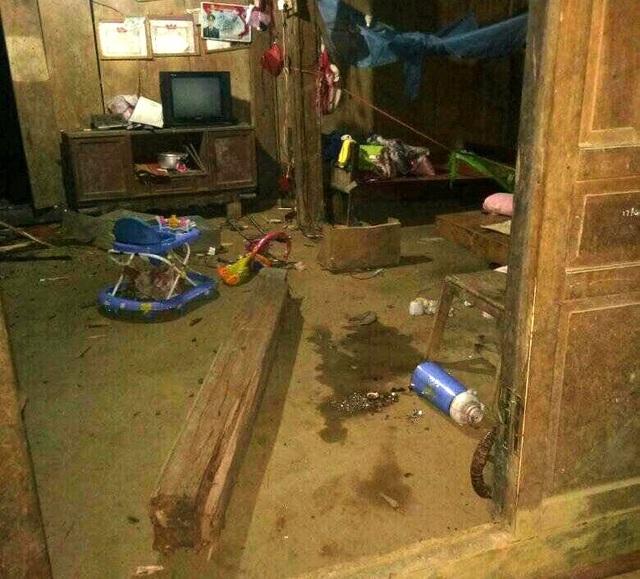 Sạt lở, đá đổ vào nhà dân trong đêm, một trẻ em thiệt mạng - 1