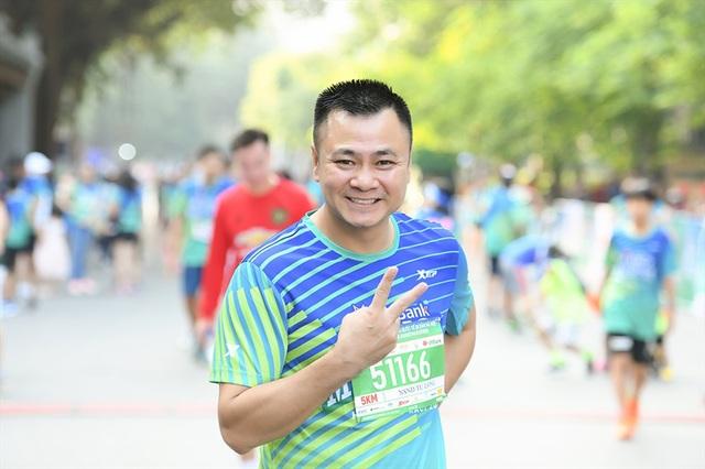Tự Long, Thành Trung hào hứng thi chạy ở Hồ Gươm - 3