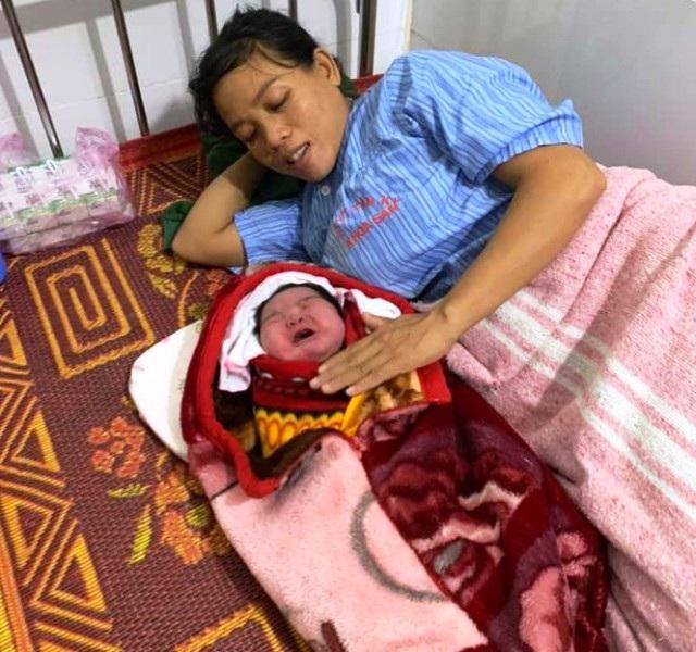 Sản phụ sinh thường bé gái nặng 5,5kg trong niềm vui bất ngờ - 2