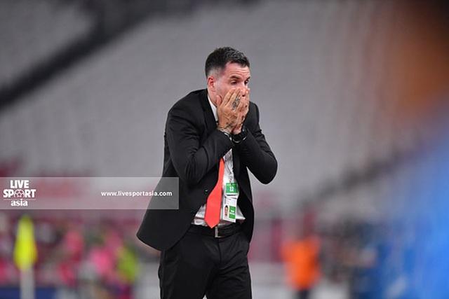 Chưa bị sa thải, HLV McMenemy đã trầm cảm sau trận thua tuyển Việt Nam