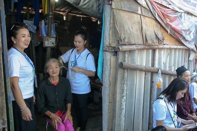 Ngày 20/10 đặc biệt của những phụ nữ cửu vạn, nhặt ve chai ở Hà Nội - 5