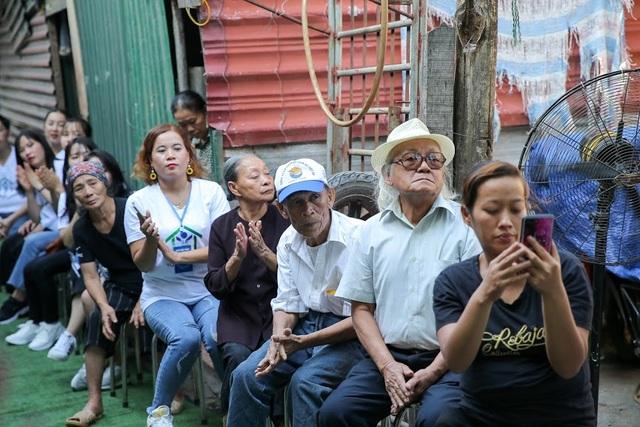 Ngày 20/10 đặc biệt của những phụ nữ cửu vạn, nhặt ve chai ở Hà Nội - 11