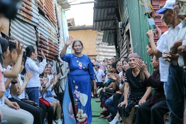 Ngày 20/10 đặc biệt của những phụ nữ cửu vạn, nhặt ve chai ở Hà Nội - 8