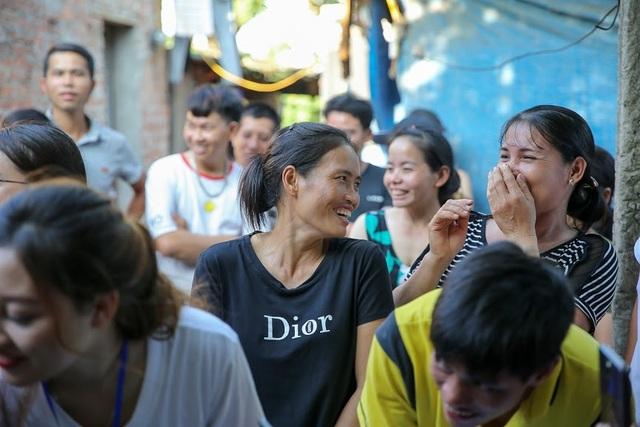 Ngày 20/10 đặc biệt của những phụ nữ cửu vạn, nhặt ve chai ở Hà Nội - 10