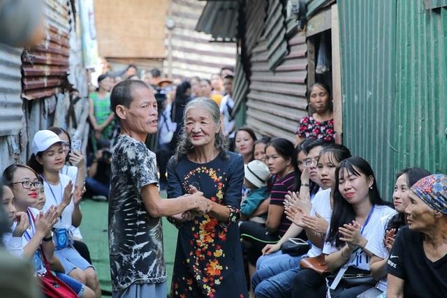 Ngày 20/10 đặc biệt của những phụ nữ cửu vạn, nhặt ve chai ở Hà Nội - 7