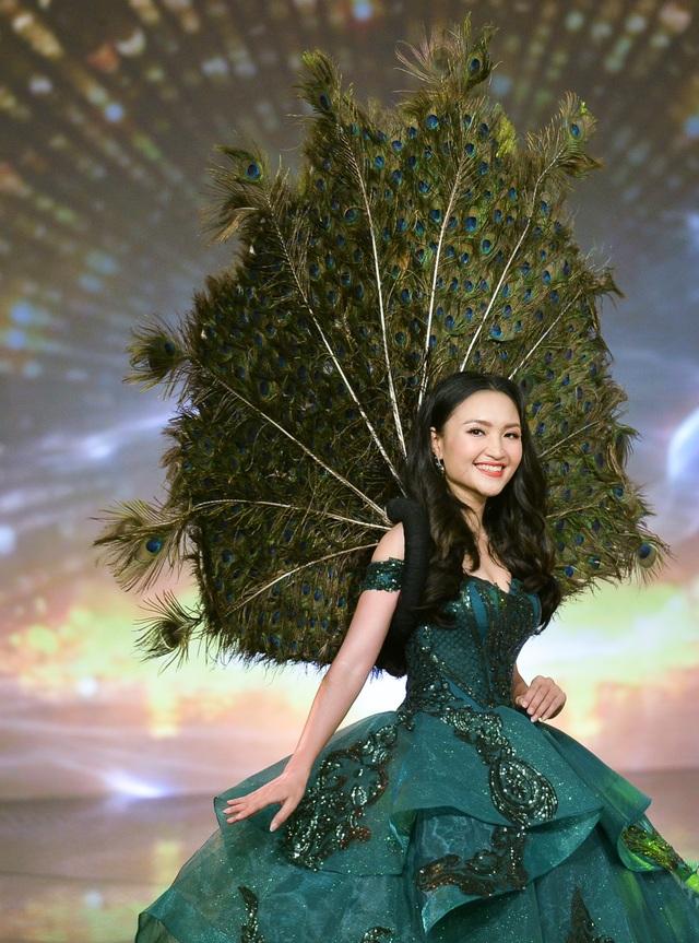 Phóng viên Dân trí đăng quang Á khôi 2 Press Green Beauty 2019 - 6