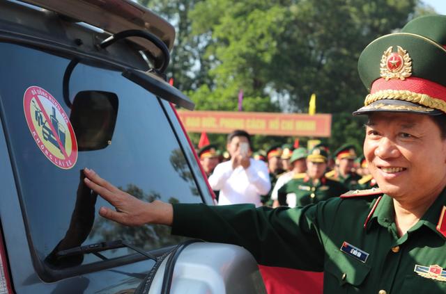 Hơn 3.000 chiến sĩ bộ đội diễu hành hưởng ứng ngày hội văn hóa giao thông - 2