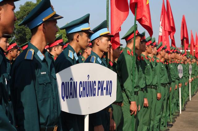 Hơn 3.000 chiến sĩ bộ đội diễu hành hưởng ứng ngày hội văn hóa giao thông - 3