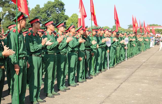 Hơn 3.000 chiến sĩ bộ đội diễu hành hưởng ứng ngày hội văn hóa giao thông - 1