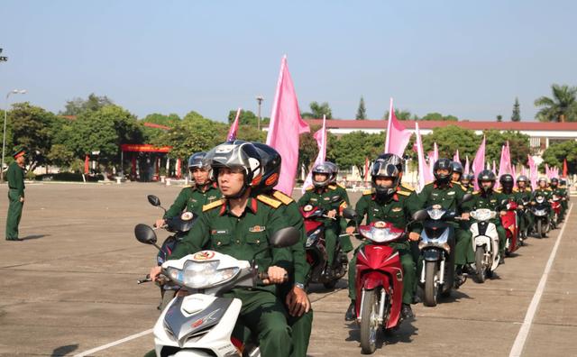 Hơn 3.000 chiến sĩ bộ đội diễu hành hưởng ứng ngày hội văn hóa giao thông - 5