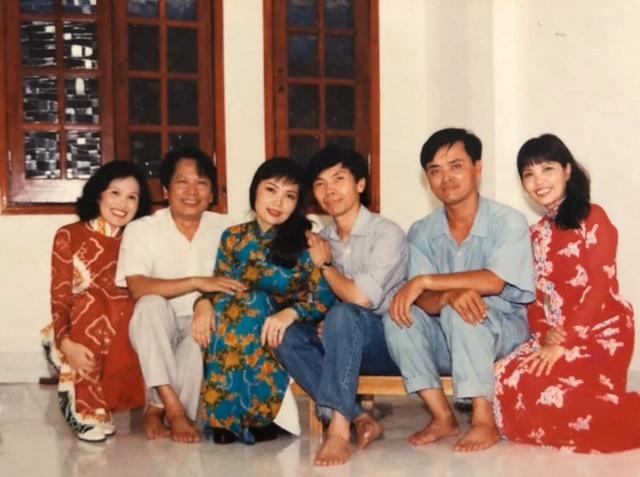 NSND Thái Bảo kể về người mẹ 3 lần chạy trốn khỏi trạm xá để giữ lại con gái - 2