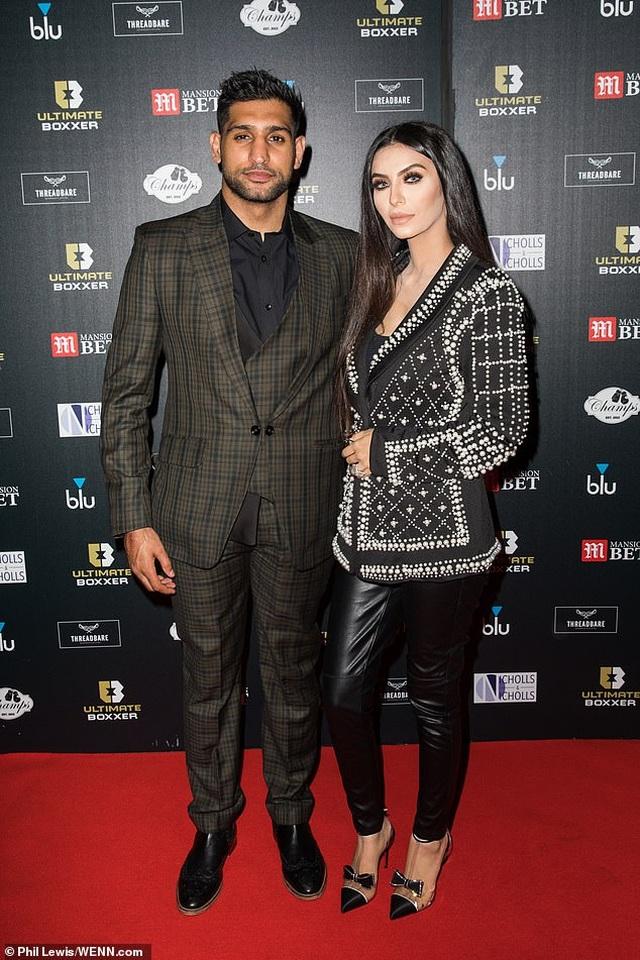 Faryal Makhdoom bị chồng mắng mát mặt khi đùa chuyển nhầm tiền - 1