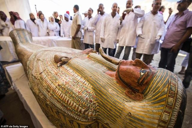 Ai Cập công bố 30 quan tài chứa xác ướp 3.000 năm tuổi - 2