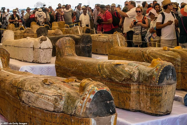 Ai Cập công bố 30 quan tài chứa xác ướp 3.000 năm tuổi - 1