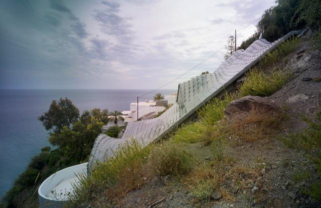 Biệt thự lượn sóng đẹp hút hồn chênh vênh bên vách núi - 3