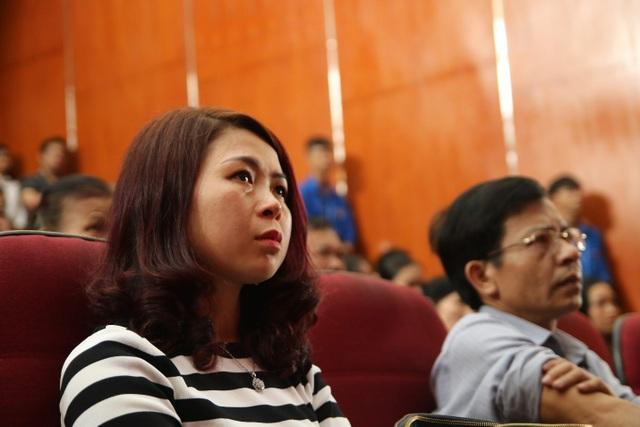Giảng viên, sinh viên ĐH Mỏ - Địa chất khóc nghẹn trong lễ tưởng nhớ PGS.TS Lê Hải An - 4