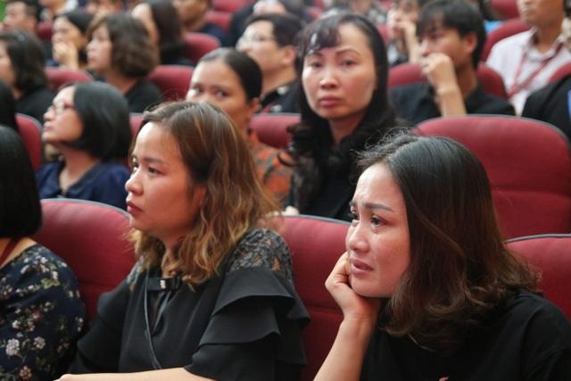 Giảng viên, sinh viên ĐH Mỏ - Địa chất khóc nghẹn trong lễ tưởng nhớ PGS.TS Lê Hải An - 10