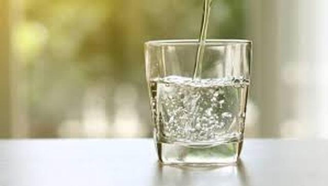 Thực khách uống miễn phí nước tái chế từ nhà vệ sinh - 3