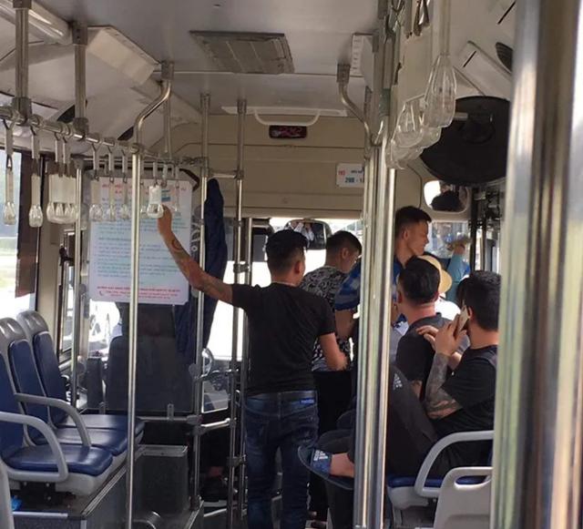 Nữ nhân viên phụ xe buýt bị hành hung khi nhắc hành khách giữ trật tự - 1