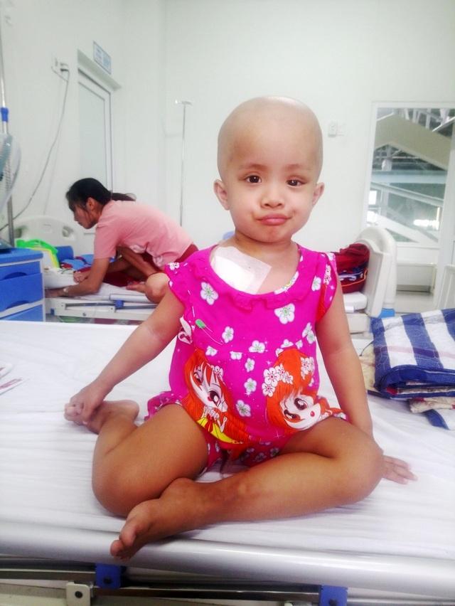 Nhìn bé gái bị ung thư hành hạ hỏng một mắt mà lòng tôi như quặn lại! - 6
