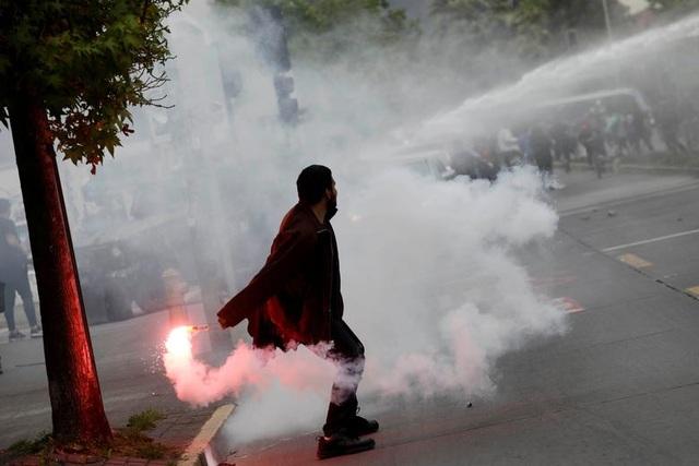 Chile chìm trong bạo lực, tổng thống ban bố tình trạng khẩn cấp - 8