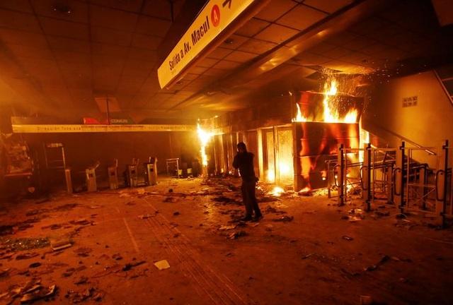 Chile chìm trong bạo lực, tổng thống ban bố tình trạng khẩn cấp - 2