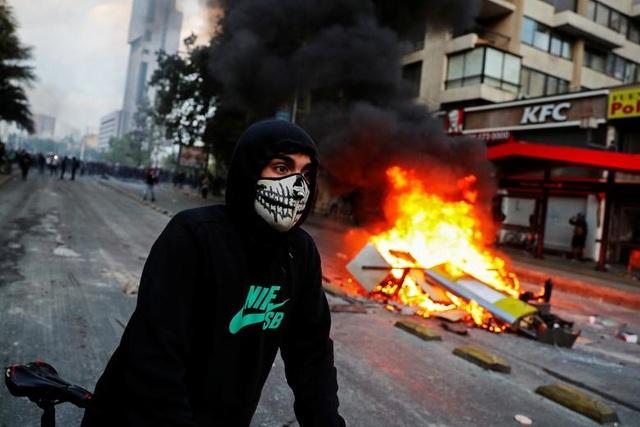 Chile chìm trong bạo lực, tổng thống ban bố tình trạng khẩn cấp - 5