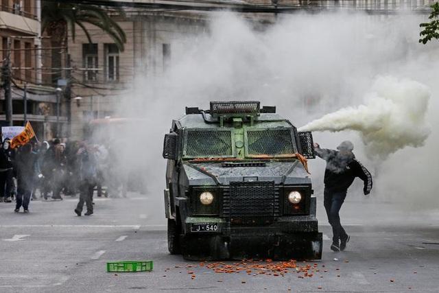 Chile chìm trong bạo lực, tổng thống ban bố tình trạng khẩn cấp - 10