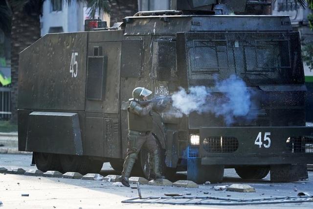Chile chìm trong bạo lực, tổng thống ban bố tình trạng khẩn cấp - 3