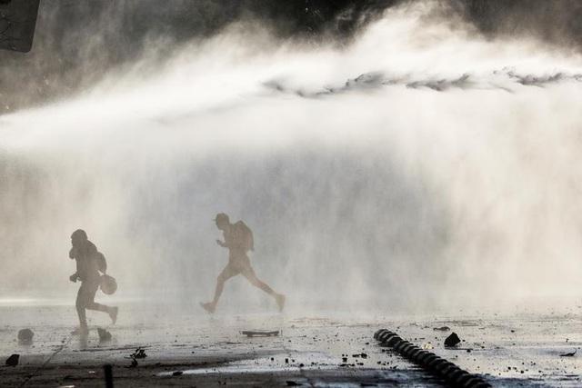 Chile chìm trong bạo lực, tổng thống ban bố tình trạng khẩn cấp - 9
