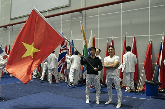 Quốc Cơ - Quốc Nghiệp diễn xiếc tại LHP quốc tế Trung Quốc - 1