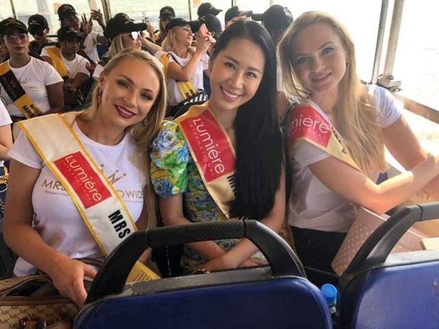 Hoa hậu Dương Thuỳ Linh xúc động trao lại vương miện cho người kế nhiệm - 11