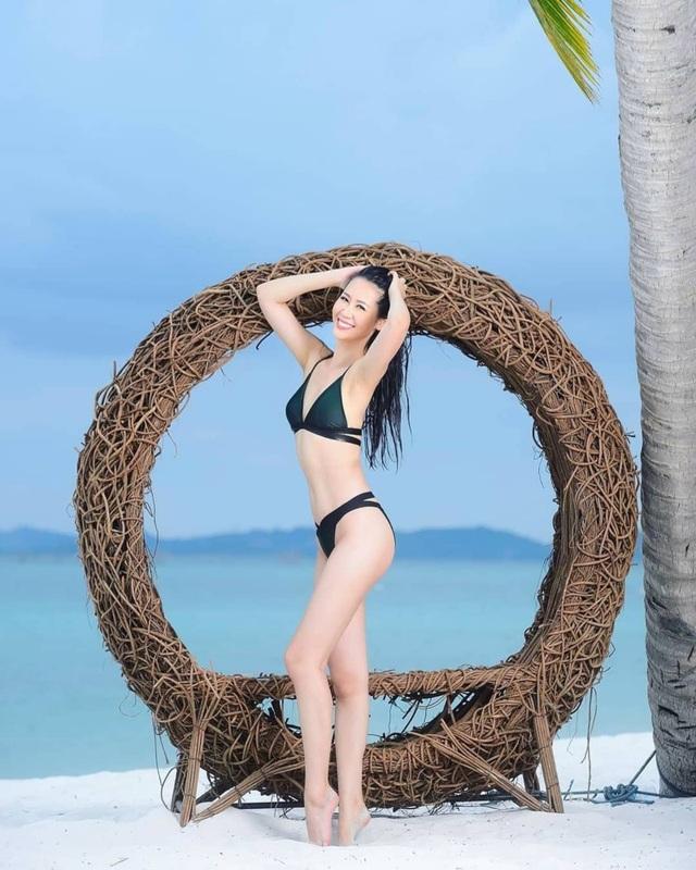 Hoa hậu Dương Thuỳ Linh xúc động trao lại vương miện cho người kế nhiệm - 2