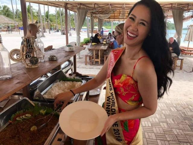 Hoa hậu Dương Thuỳ Linh xúc động trao lại vương miện cho người kế nhiệm - 12