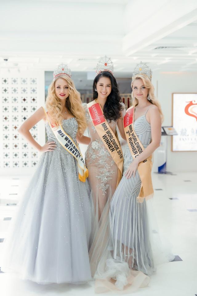 Hoa hậu Dương Thuỳ Linh xúc động trao lại vương miện cho người kế nhiệm - 8