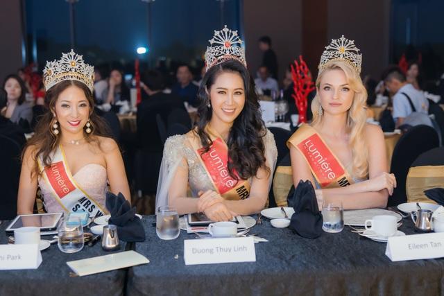 Hoa hậu Dương Thuỳ Linh xúc động trao lại vương miện cho người kế nhiệm - 4