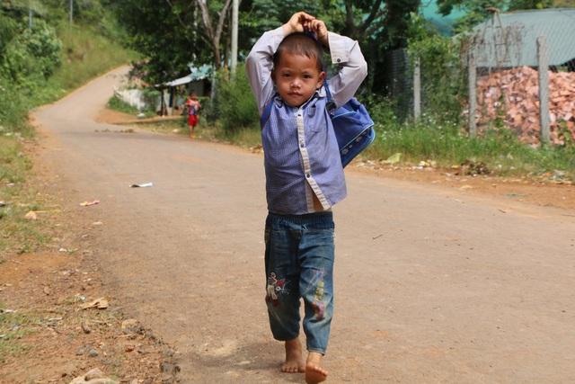 Hàng chục đứa trẻ vẫn thất học dù năm học mới đã hơn 1 tháng - 9