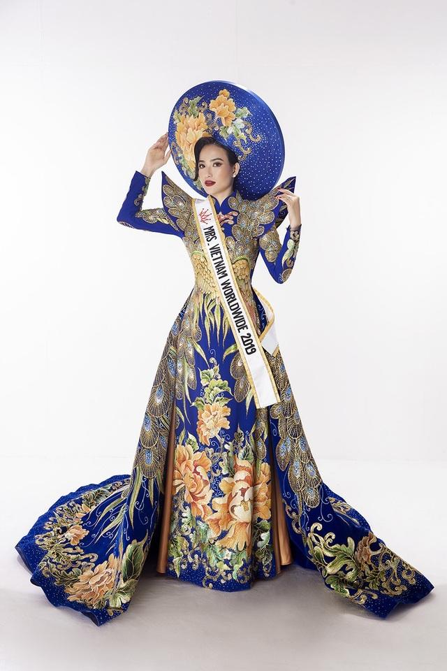 Hoa hậu Dương Thuỳ Linh xúc động trao lại vương miện cho người kế nhiệm - 9
