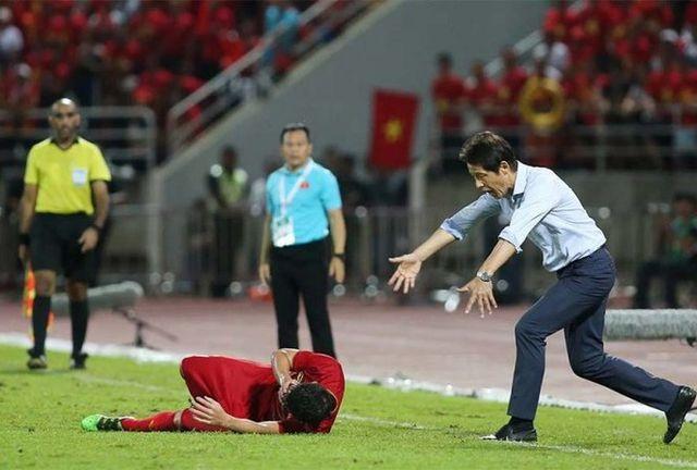 Chỉ trích Bùi Tiến Dũng, HLV Akira Nishino muốn đẩy áp lực sang đội tuyển Việt Nam - 1