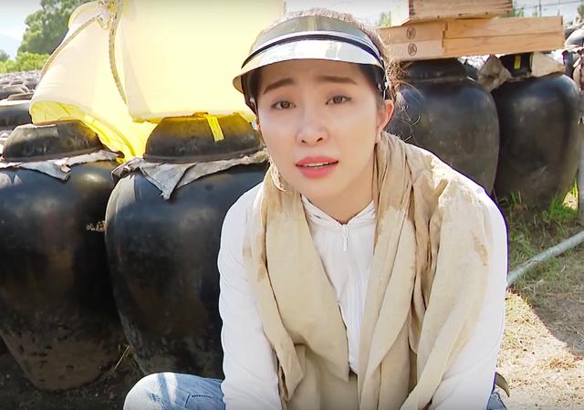 Việt Anh ôm Quỳnh Nga thân mật trên sóng truyền hình - 8