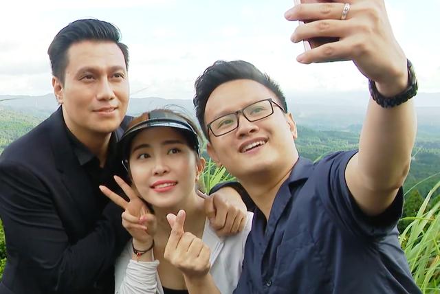 Việt Anh ôm Quỳnh Nga thân mật trên sóng truyền hình - 10