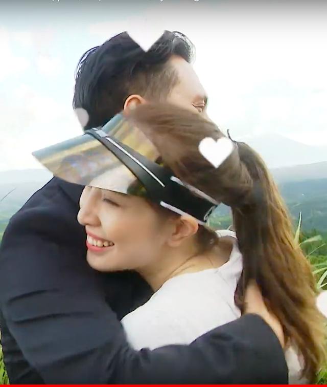 Việt Anh ôm Quỳnh Nga thân mật trên sóng truyền hình - 13