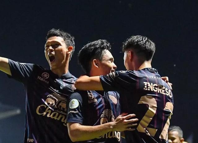 Supachok ghi bàn, đội bóng cũ của Xuân Trường sắp vô địch Thai League - 1