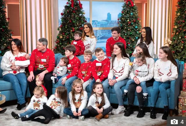 Gia đình đông con nhất nước Anh chờ đón em bé thứ 22 - 2
