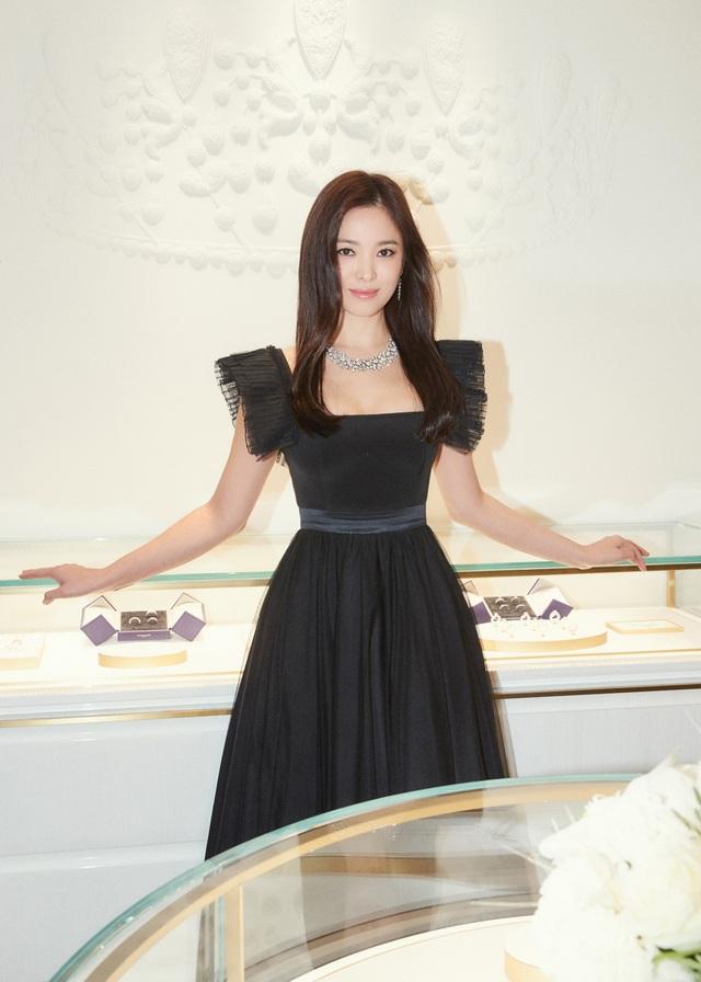 """Cận cảnh gương mặt """"mộc"""" đẹp nhất xứ Hàn của Song Hye Kyo - 1"""