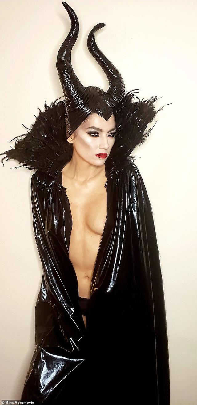Blanca Blanco mặc táo bạo, hóa trang thành tiên hắc ám - 2