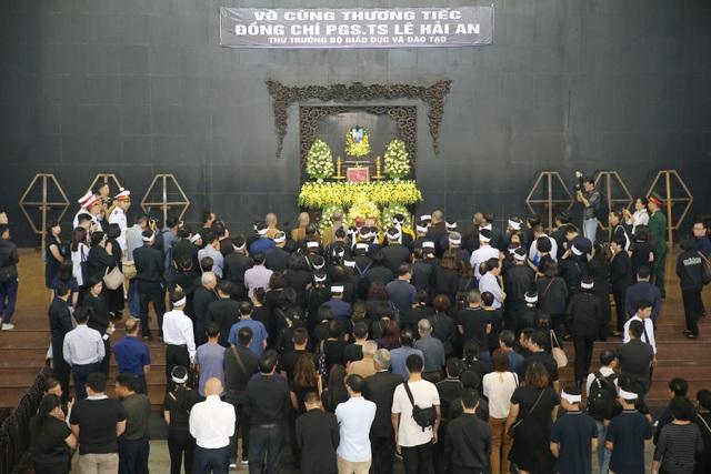 Hàng nghìn người thương tiếc đưa tiễn Thứ trưởng Lê Hải An về nơi an nghỉ cuối cùng - 22