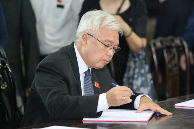 Hàng nghìn người thương tiếc đưa tiễn Thứ trưởng Lê Hải An về nơi an nghỉ cuối cùng - 16