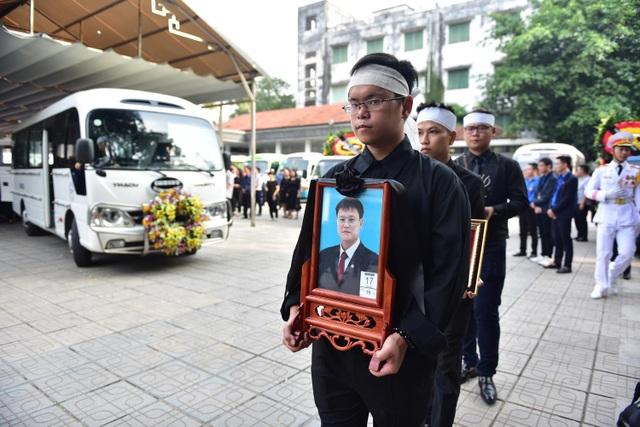 Hàng nghìn người thương tiếc đưa tiễn Thứ trưởng Lê Hải An về nơi an nghỉ cuối cùng - 2