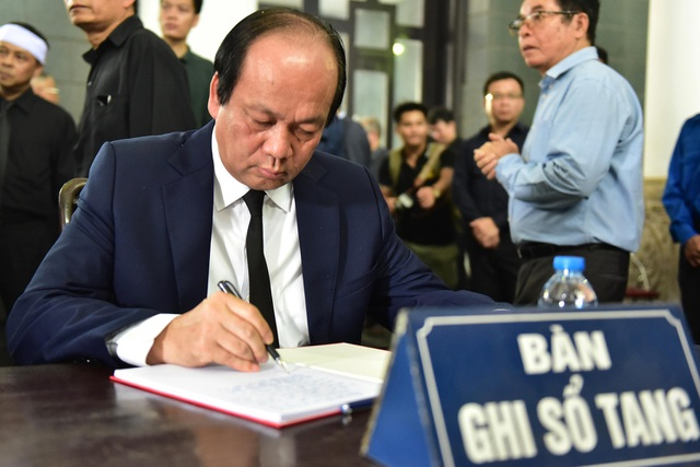 Hàng nghìn người thương tiếc đưa tiễn Thứ trưởng Lê Hải An về nơi an nghỉ cuối cùng - 13
